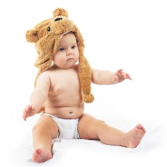 クマの帽子の赤ちゃん