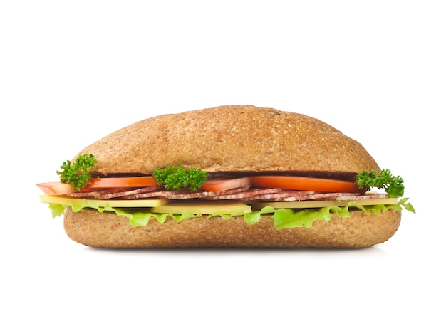 長いバゲットサンドイッチの半分