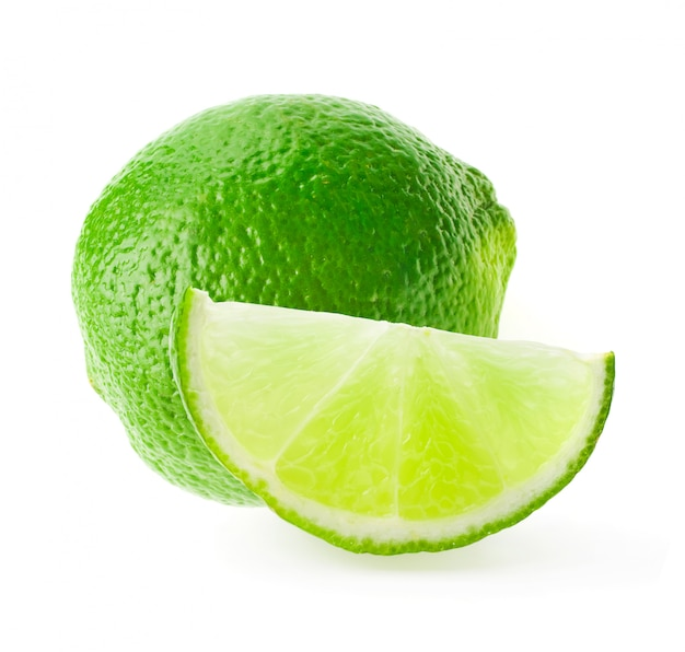 白で隔離される柑橘類のライムフルーツ
