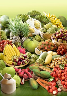 バナナの葉の背景にトロピカルフルーツ