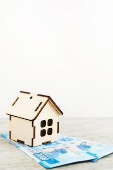 Небольшой деревянный дом за российские рубли
