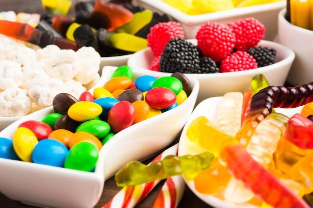 Крупным планом вид красочных конфет