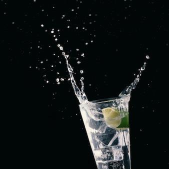 アルコールカクテル、ナイトクラブ、ナイトライフのパーティーコンセプト。