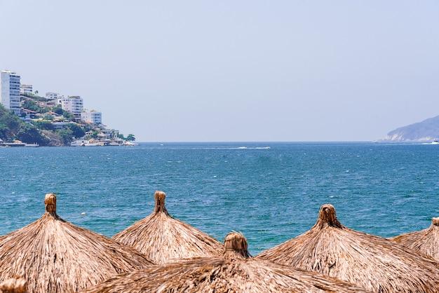 メキシコのアカプルコ湾の小屋
