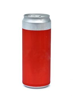 Красная алюминиевая банка на белом