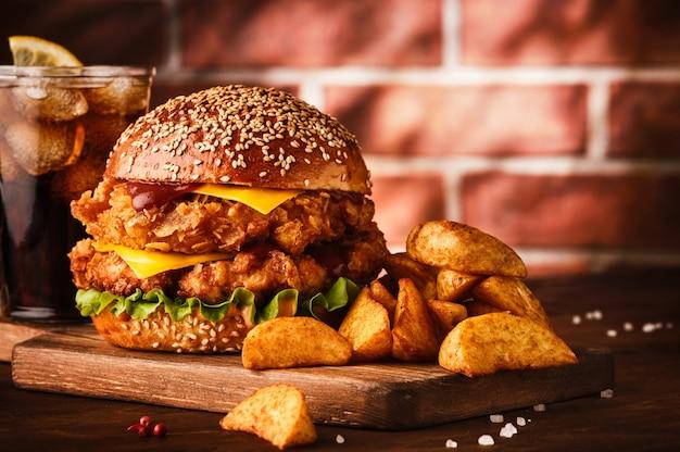 Большой двойной чеддер чизбургер с курицей