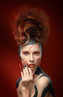 Красивая мода женщина цвет лица
