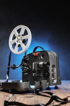 Кинопроектор с пленкой на деревянном полу