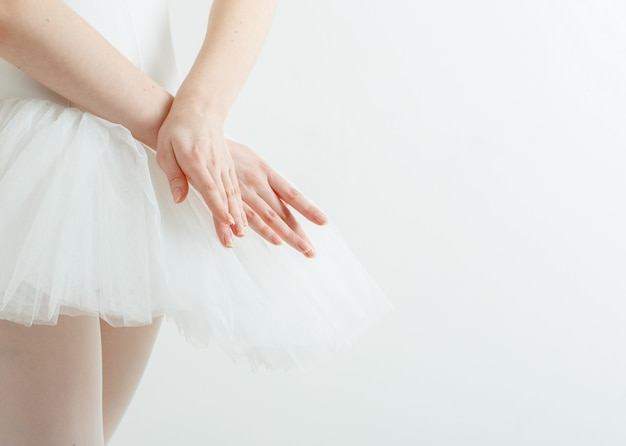 優雅なバレリーナの手。軽さ、美しさ、恵み