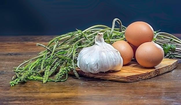 野生のアスパラガス、卵、ニンニク