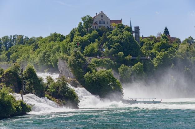 スイスのライン川の滝(ライン滝)の眺め、中央ヨーロッパで最大の滝