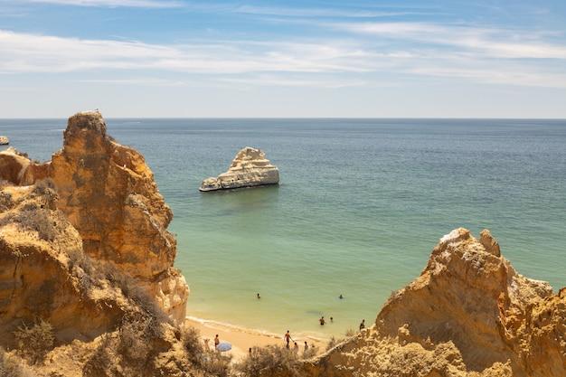 ポルトガルのアルガルヴェ地方の海岸。