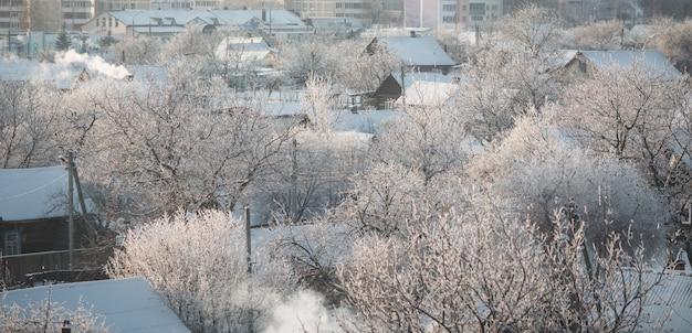 Деревья в мороз, времена года, деревня, город в снегу, зимняя панорама