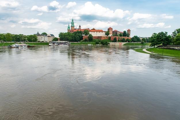 クラクフ、ポーランド、ヨーロッパのヴァヴェル城