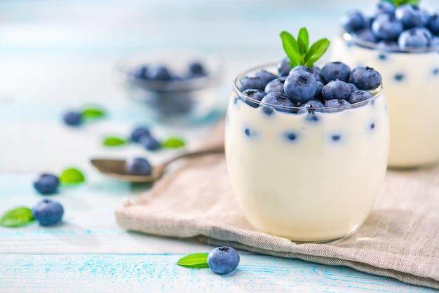 Органический йогурт с черникой