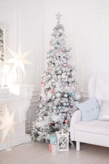 リビングルームのクリスマスツリー