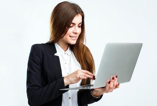 ノートパソコンと実業家