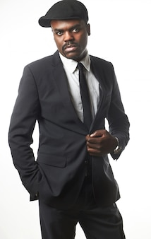 スタジオでハンサムなビジネス黒人男性の肖像画