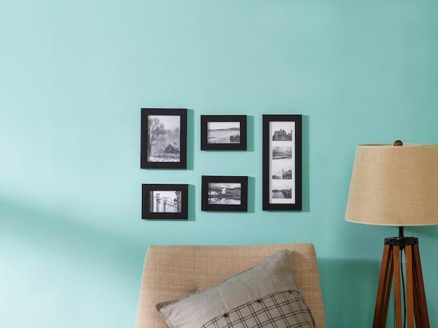Картинная рамка комбинация синей стены