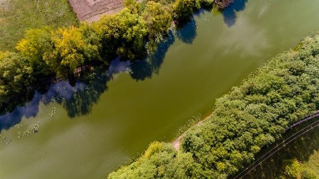 川のトップビュー。空撮。