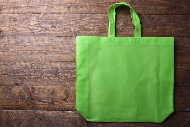 Текстильная сумка на деревянном столе