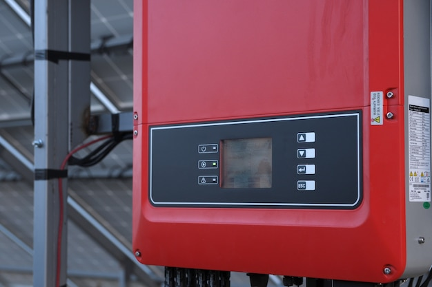 太陽電池管理システム。電力のコントローラー、ソーラーパネルの充電。ソーラートラッカー。
