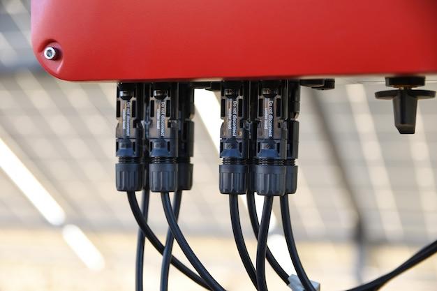 太陽電池管理システム。電力のコントローラー、ソーラーパネルの充電。