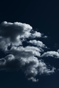 Голубое небо с облаками крупным планом