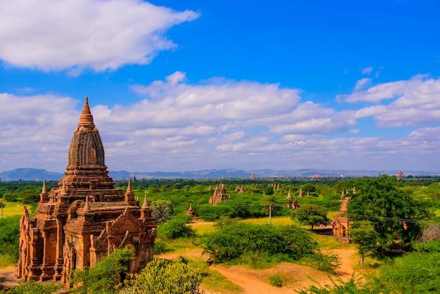 考古学公園のミャンマーバガンの寺院。
