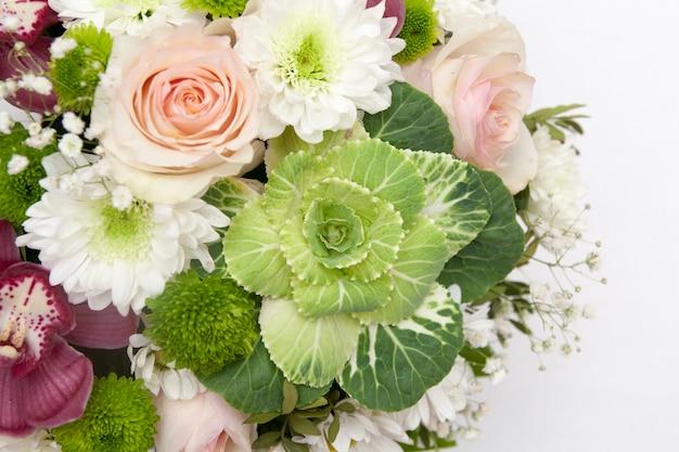 Крупный план нежного букета цветов