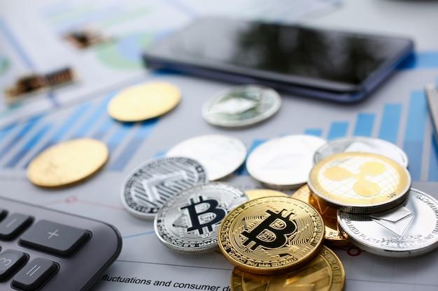 コイン暗号通貨ビットコインはキーボードにあります