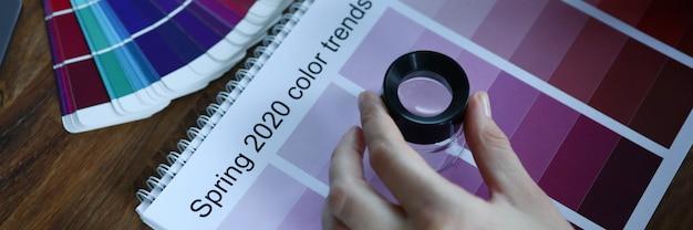 Календарный месяц выбора тренда цветная реклама креативная концепция