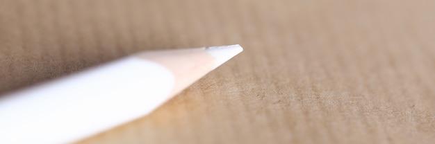 Пустой лист на столе