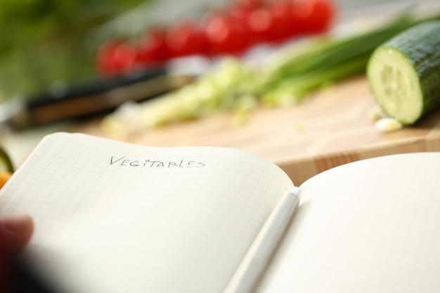 Открытая книга рецептов на фоне