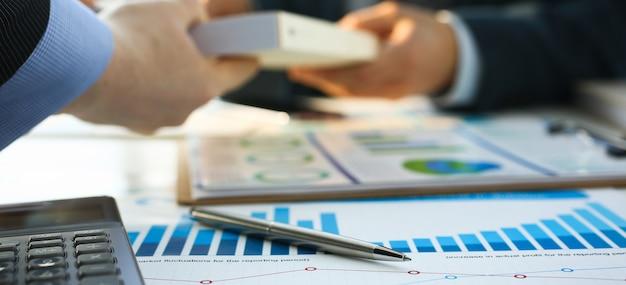 財務統計書類ボールペン