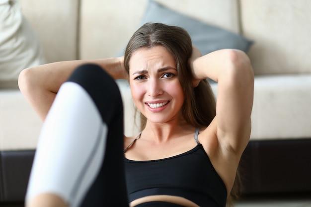 Прекрасная леди, занимающаяся спортом