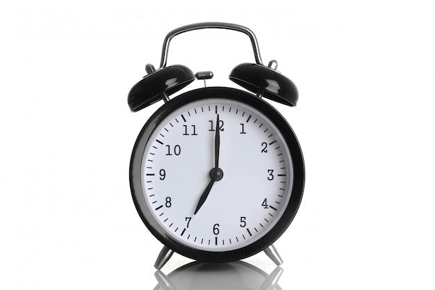 白で隔離される黒の目覚まし時計