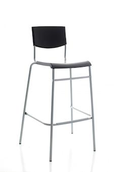 椅子、黒い背板が付いている高い金属の足のバースツール