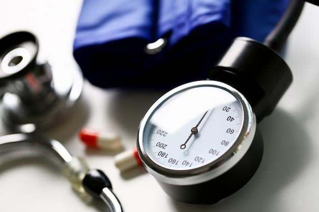 Устройство для измерения артериального давления у врача