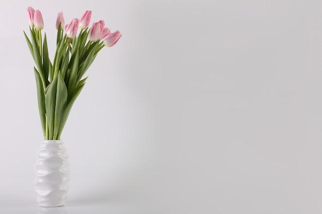 チューリップの花の花束バレンタインカードのコンセプト