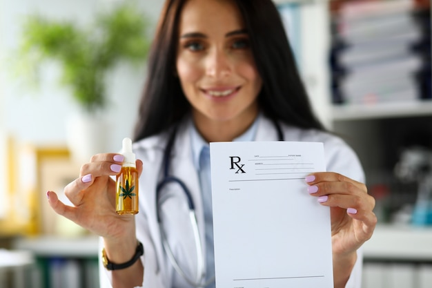 Герб женского врача с капельницей из конопляного масла по рецепту и бумаге