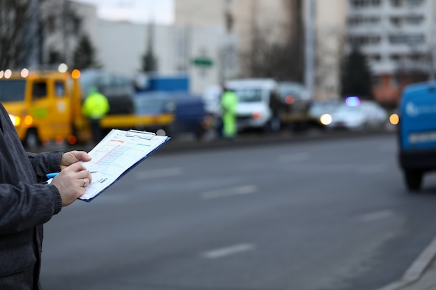 Заполнение акта аварии на месте происшествия.