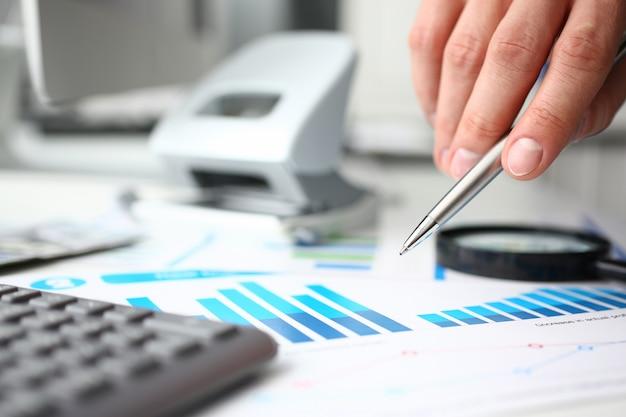 Финансовая статистика документы шариковая ручка инфографика