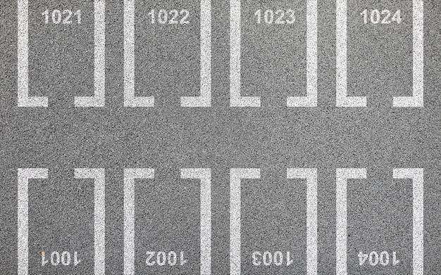 駐車場とアスファルトの中庭の平面図場所マークアップコンセプト