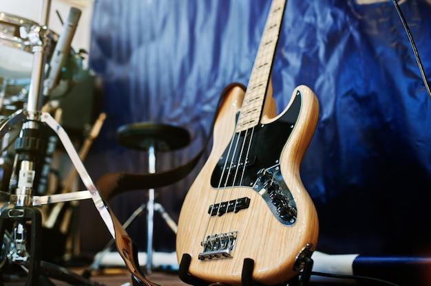 Набор музыкальных инструментов.