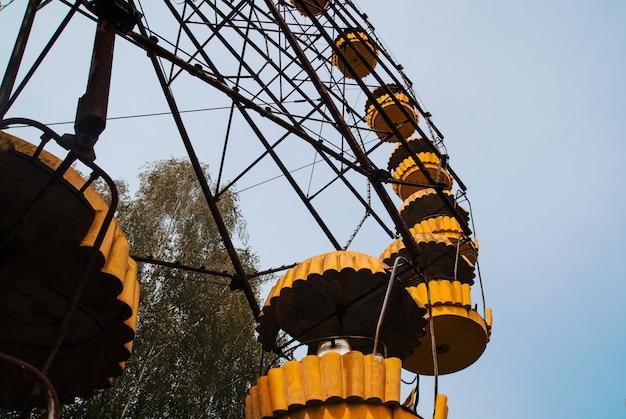 ウクライナ、チェルノブイリ除外区域のプリピャチゴーストタウンの観覧車