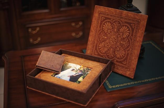 Классическая свадебная фотокнига и альбом из натуральной кожи коричневого цвета