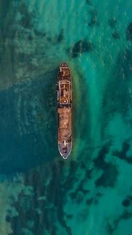 放棄された船