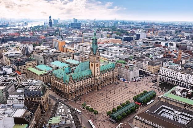 Центр гамбурга с видом на ратушу