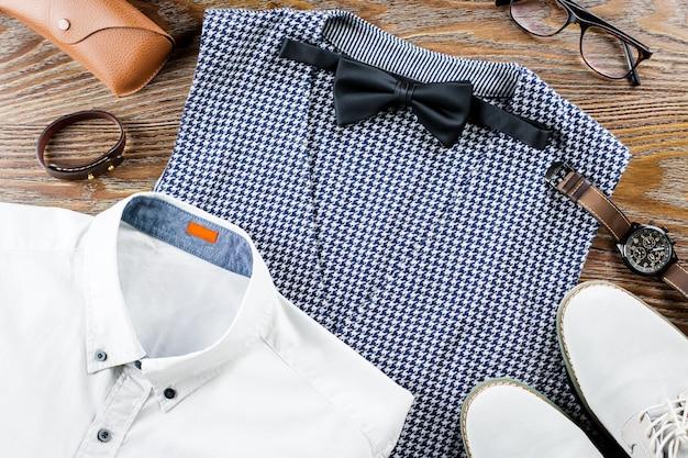 Мужская классическая одежда на плоской подошве с формальной рубашкой, жилетом, бабочкой, туфлями и аксессуарами